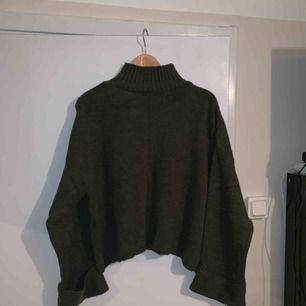 Mörkgrön stickad tröja från ginatricot,fint skick!