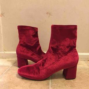 Snygga boots från Zara, endast använda en gång!