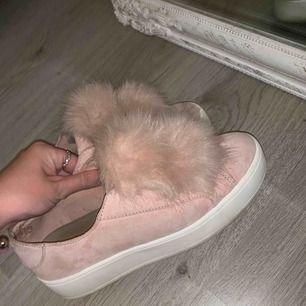 Säljer Steve madden skor i rosa  Använda ett fåtal gånger då de blev fel i storleken. Original pris 999