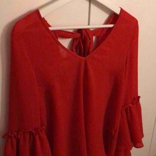 Säljer en favorit från min garderob, tyvärr kommer den aldrig till användning. Den är lite stor så den passar även medium.