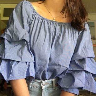 Söt blus från Zara i storlek 34. Frakt tillkommer🌷
