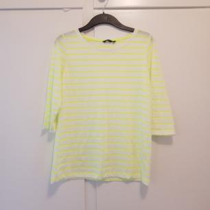 Fin tröja i nyskick. Neon gul & vit