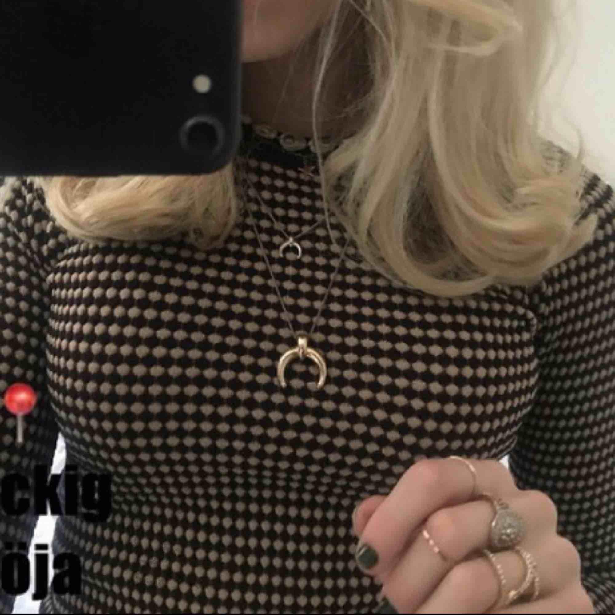 Jättefin tröja ifrån zara⚡️finns inte längre i butik 😻 (@claracoolasellout s bild) . Toppar.