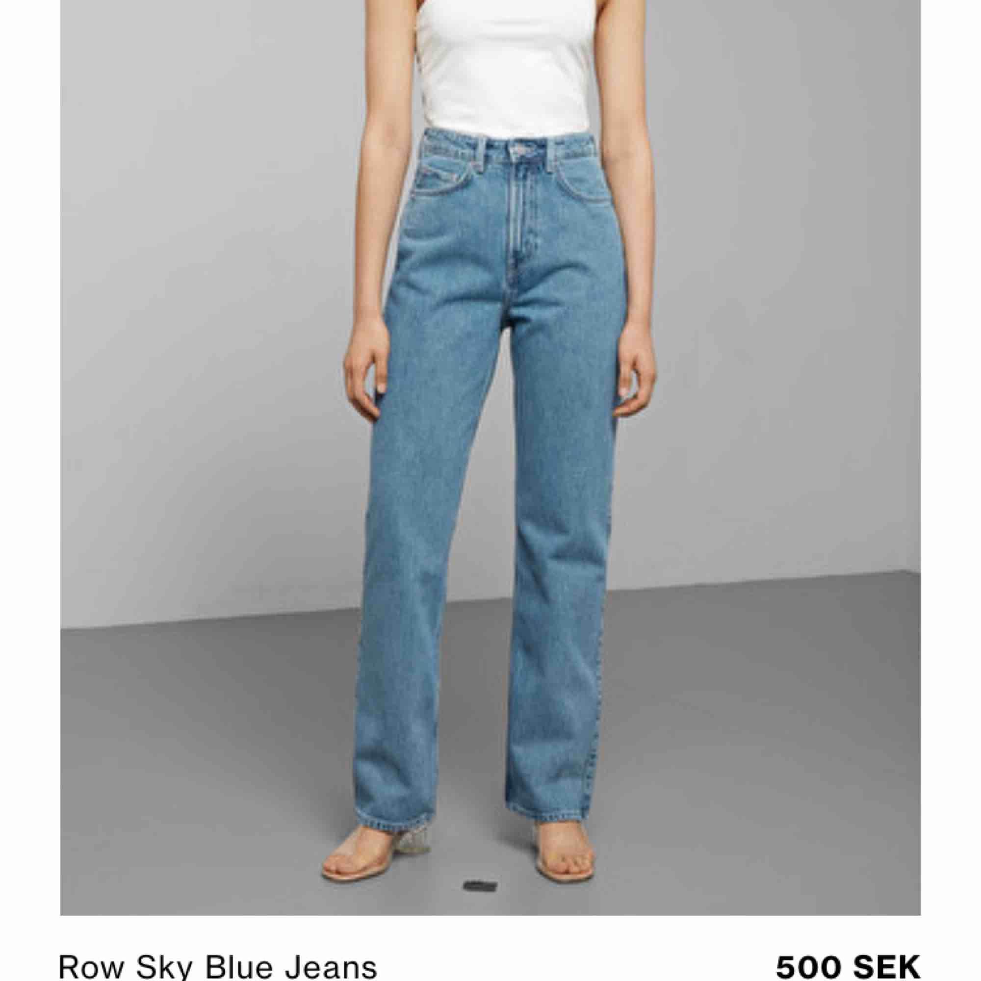 """Köpte dem nyligen, superfint skick!  Höga i midjan och """"stuprörsmodell"""" nertill.  24/32 i strl   Nypris:500  mitt pris: 350 +frakt   möts upp på söder eller Vasastan eller söder om söder!. Jeans & Byxor."""