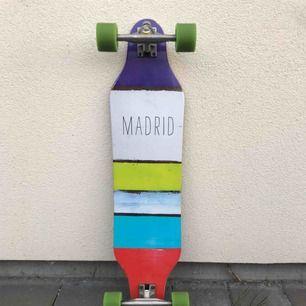 Madrid longboard som för nypris gick runt 2000kr Bra skick, framsidan går att tvätta
