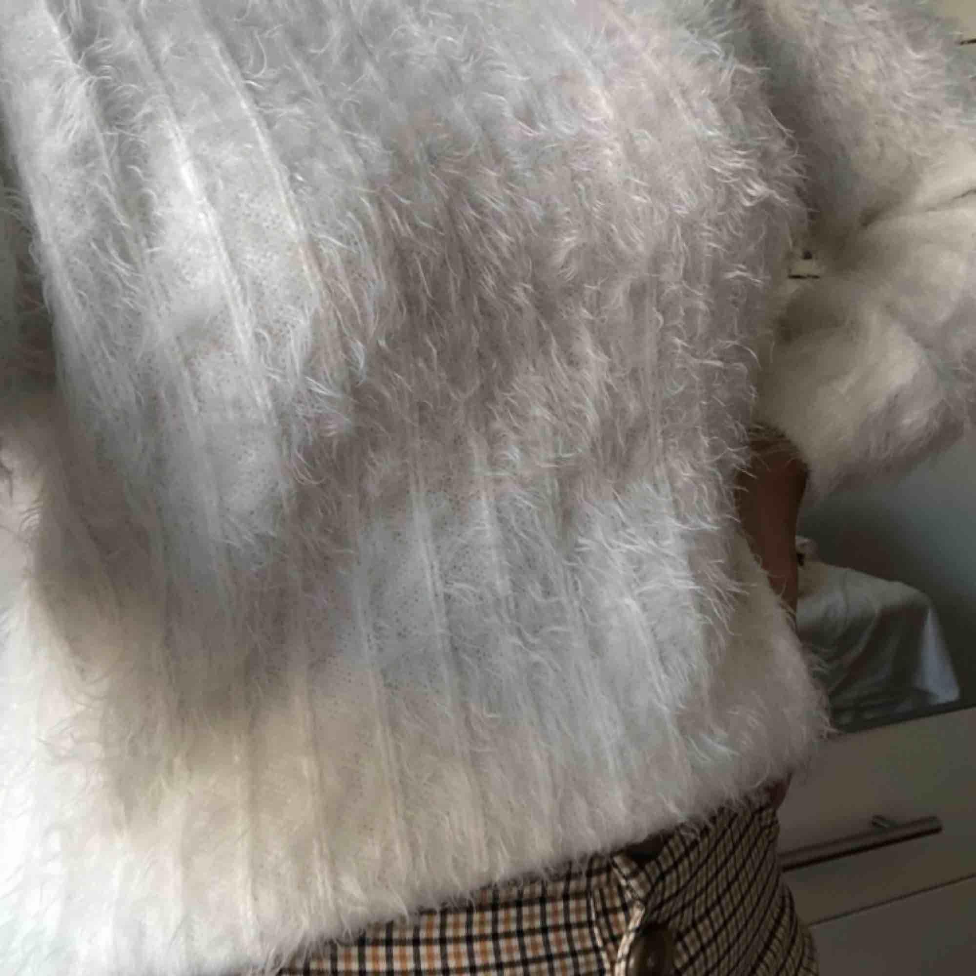 Supermysig söt och skön fluffig tröja från Zara! Använd fåtal gånger, därav nyskick. . Huvtröjor & Träningströjor.