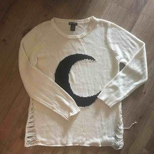Supermysig stickad långärmad tröja från Hot Topic. Storlek 2Xl men sitter som en M