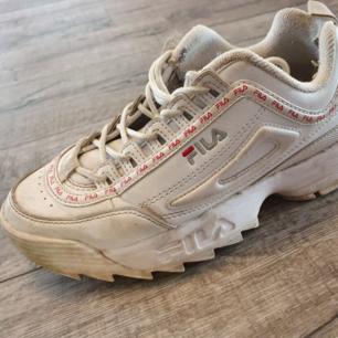Fila distruptor skor, rengörs innan dem säljs. Bra skick