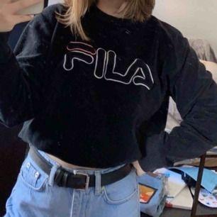 Jätte fin fila sweatshirt. Brukar använda den instoppad men den är som en vanlig tröja. (Intressekoll). Köpare står för frakt ✨
