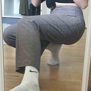 kostymbyxor! är tyvärr lite stora i midjan på mig :/