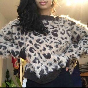 Säljer en jättevarm och gosig stickad tröja från H&M. Frakt ingår i priset🥳🥰!!! Vill du ha lite fler bilder på den så är det bara att skriva<3