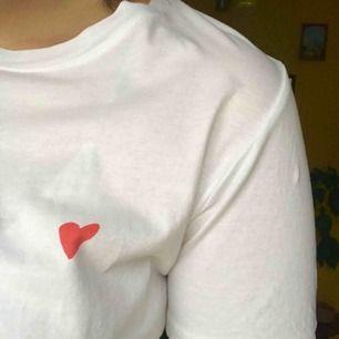 T-shirt från monki, knappt använd<3