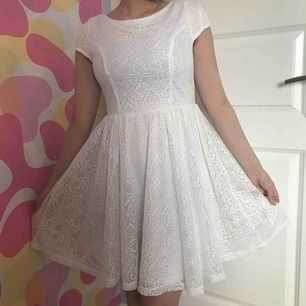 En fin vit kläning