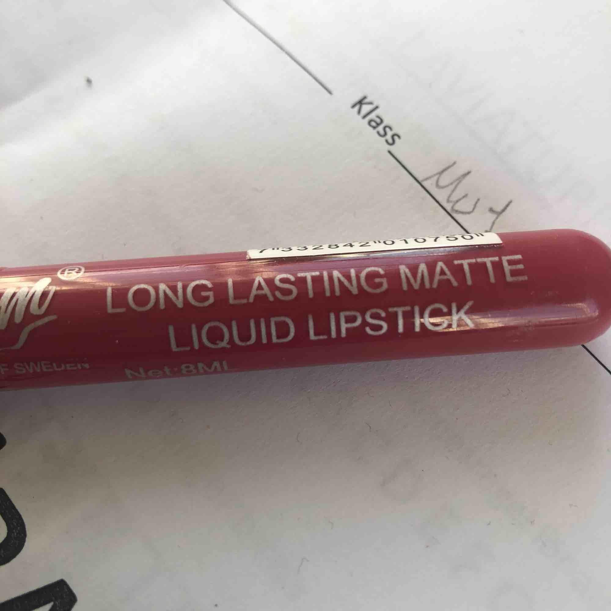 Ett veganskt liquid lipstick ifrån glam med plasten kvar helt oanvänt! Säljer pga använder inte läppstift❤️. Övrigt.