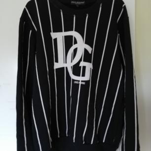 Säljer en D&G tröja, det är en AAA-kopia. Den är väldigt skön och den är knappt använd, då den var lite för tight för min smak.