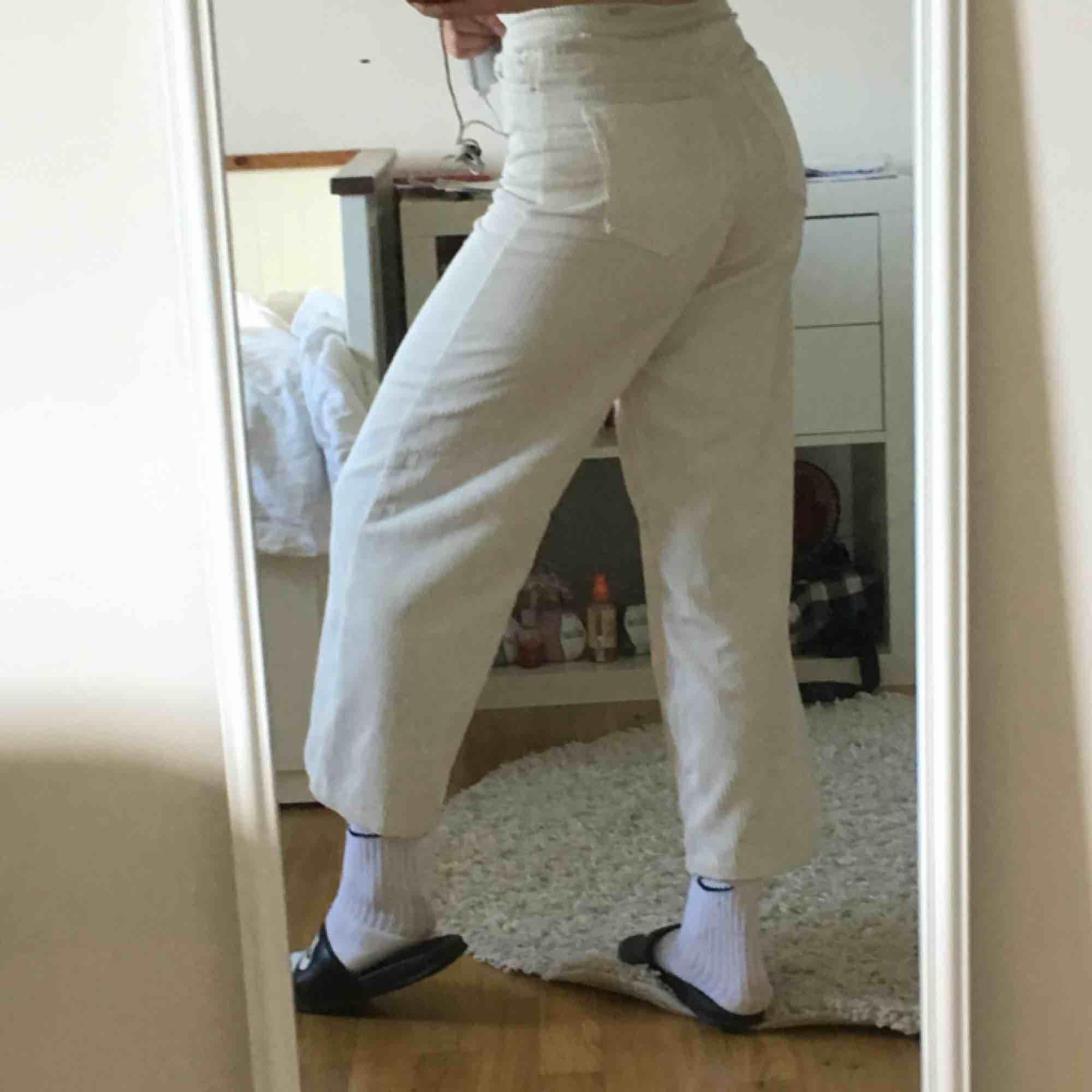 vita manchesterbyxor!. Jeans & Byxor.