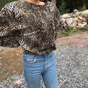 Djurmönstrad tröja från zara original pris 249kr säljer för 100kr