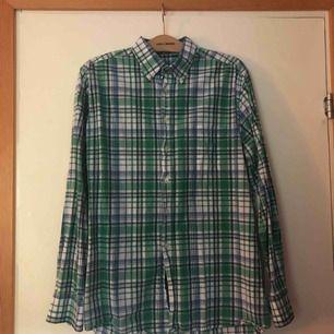 Rutig Gant skjorta knappt använd, bra skick