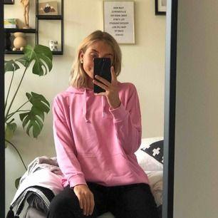 Rosa oversized hoodie från monki 💗 aldrig använd.