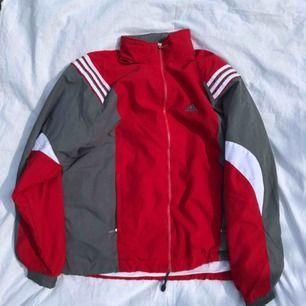 Vintage Adidas lite tjockare jacka, sitter lite större