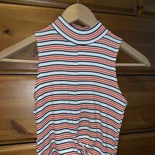 Fin tröja utan armar med krage sparmsamt använd, Frakt tillkommer🌈