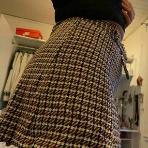 Superfin rutig kjol från zara, aldrig använd, prislapp kvar. Köparen står för frakt! (21 kr) 💕💕