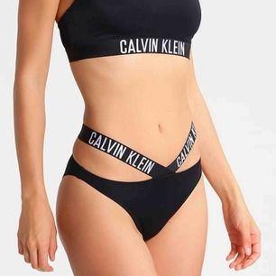Äkta Calvin Klien bikini som jag haft på mig en gång.  150kr per del eller 250kr ifall du köper båda delarna.
