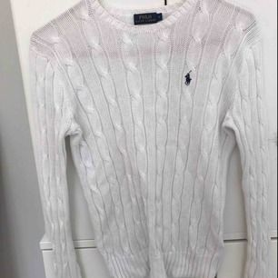 Kabelstickad tröja från Ralph Lauren i bra skick, nypris 1200kr