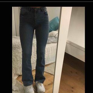 Mini flare high waist denim jeans  Storleken motsvarar 36/38 alltså S.