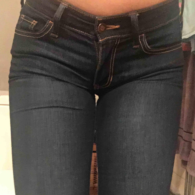 Hollister jeans mörka. Jeans & Byxor.