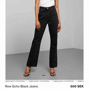 SÖKER! Hej jag söker dessa jeans från weekday i modellen row och färgen som står på första bilden i storlek 27/32.