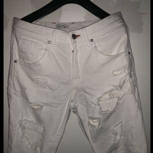 Vita shorts från Jack&Jones i storlek M. Jättefint skick och använda fåtal gånger