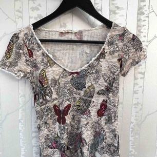 Blommig tröja från odd Molly. Fint skick då den knappt är använd.