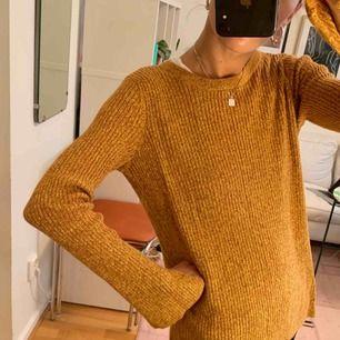 Stickad tröja från H&M trend. Storlek S (34/36). Går att hämta på Söder, annars tillkommer frakt på 55 kr