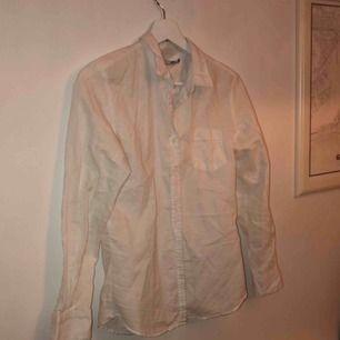 Linneskjorta från lager 157. Frakten betalar du, annars kan vi ses i Stockholm<3