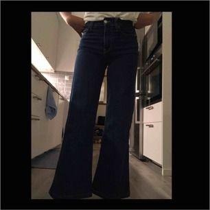Super snygga  trendiga zara - jeans i strl 34 , längden passar till någon som är ca. 160 lång , byxorna är använda några gånger men är som nya. Kan mötas upp!!