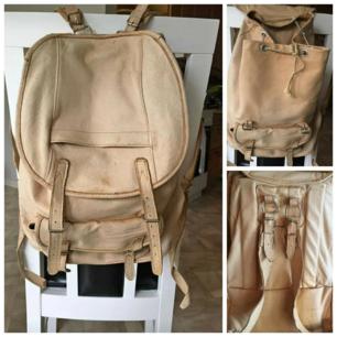 Skinn ryggsäck Äkta skinn  Perfekt som skolväska eller vandrings väska    Mvh Jessica 🍀