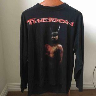 Skönaste/fetaste tröjan du någonsin kommer sätta på dig. Använder aldrig längre o känner att den behöver en new owner som kan bära den.