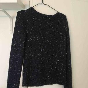 Paljettstickad tröja från Zara. Använd 2 gånger. Köparen står för frakt.