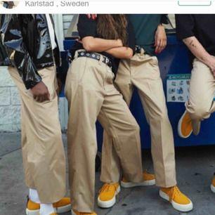 Säljer ett par eytysxhm byxor köpta här på plick efter som de tyvärr inte passade mig :(