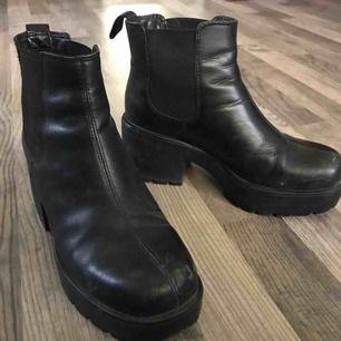Vagabond dioon skor, köpta här men var fel storlek, har en liten spricka i ena sulan men det är inget som syns om man inte böjer skon.