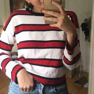 🌻Finstickad tröja från Stadivarius                                                       🌻Bra skick.                                                                                              🌻Frakt runt 50kr