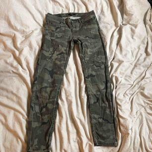 Mjuka camouflages jeans från Lindex Storlek 38
