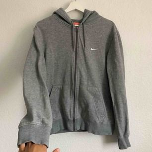 Nike hoodie med luva i nyskick 🤩