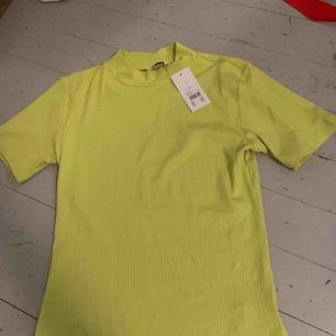 Helt ny neon lime grön tröja från Cubus Lapp kvar
