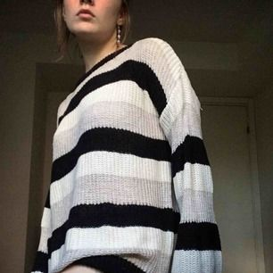 Mysig stickad tröja från Brandy Melville. Står one size såklart men just den här är faktiskt oversize och passar alla lite olika.