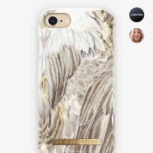 Säljer min skal från Hannalicious kollektion till iPhone 8 Plus. Skalet har en liten repa på kanten men inget som störs, därav det billiga priset.  Obs betalning sker via swish och köparen står för frakten.