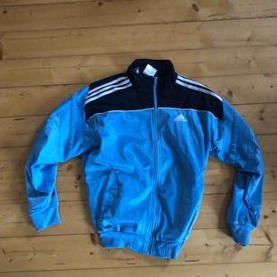 Ljusblå vintage Adidas trackjacket