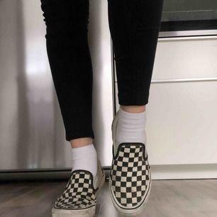 Har för mycket skor så säljer dessa vans i använt skick, det går säkert att göra rent dom mer. Kan skicka fler bilder! Frakt: 50kr