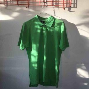 Grön pikétröja från Adidas. Köpt second hand men inte använt efter.   Pris kan förhandlas!